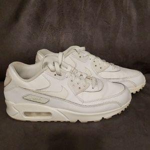Nike Air max all white sz 7 Y.